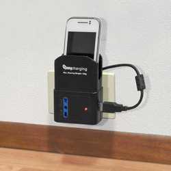 Presa multipla con porta USB e base di appoggio per cellulare