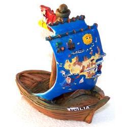 Souvenir Barca a vela con Sicilia in resina cm 12x11