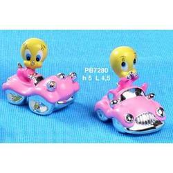 Bomboniere Titti su auto rosa cm 5 resina Set 2 pezzi assortiti