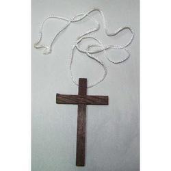 Croce in legno scuro con laccio cm 10x6