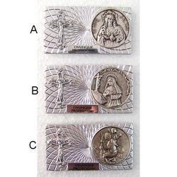 Articolo religioso con bassorilievo e croce cm 5.5x3 con magnete