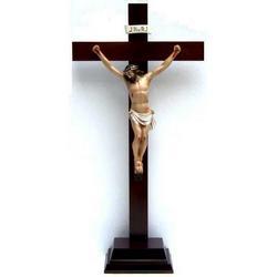 Crocifisso con base di legno cm 58x29 e cristo in resina