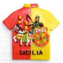 Magnete maglietta Sicilia con carrettino cm 7x7 in resina