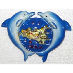 Souvenir Mappa Sicilia con due delfini resina magnete cm 9x6