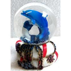 Bolla di neve Delfino con salvagente in resina cm 6.5x4x4