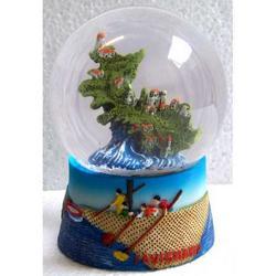 Palla di Neve in vetro con Isola di Favignana in resina cm 9x6x6
