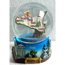 Bolla di Neve in vetro con Sicilia in resina cm 9x6x6