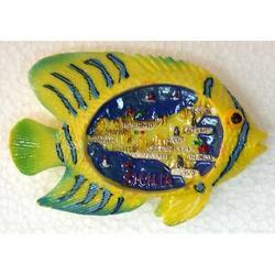Pesce con mappa Sicilia in resina e calamite cm 8x5
