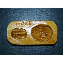 Stampo per noce con gheriglio di marzapane