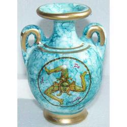 Vaso con Trinacria in terracotta cm10.5